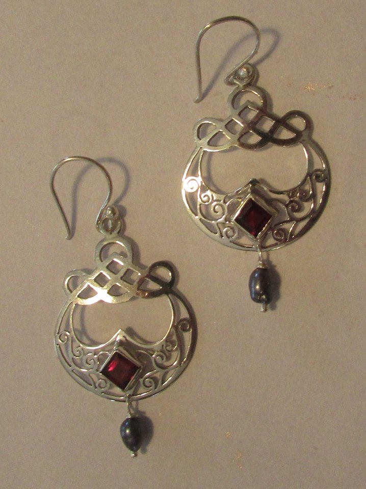 Beautiful Morrigan Earrings with Garnet & Black Pearl #MEGP
