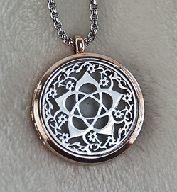 Flower Goddess Pentacle (Silver) Aromatherapy Essential Oil Necklace Diffuser