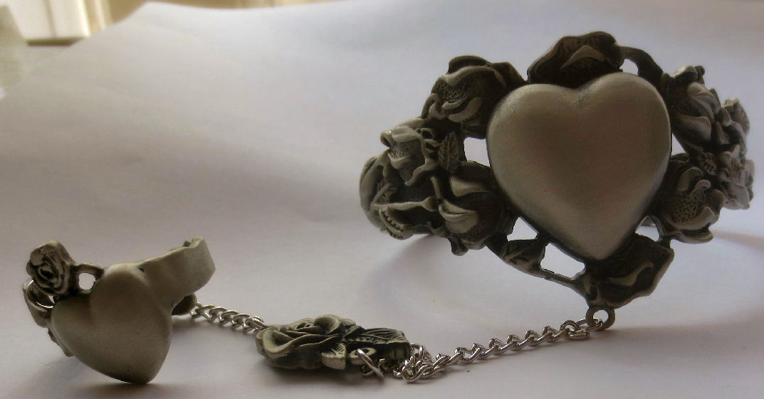 Lovely Pewter Slave Bracelet w/ ring Hearts and Flowers